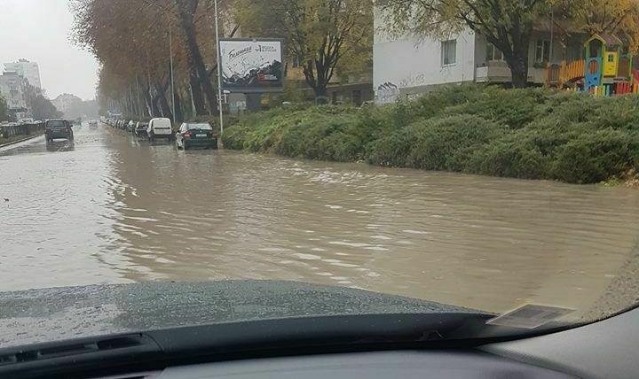 Проливния дъжд образува езера