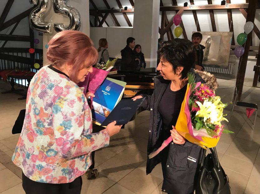 """Народният представител Нели Петрова и общински съветници от ГЕРБ зарадваха младежи с увреждания от ДЦДМУ """"Св. Йоан Златоуст"""""""