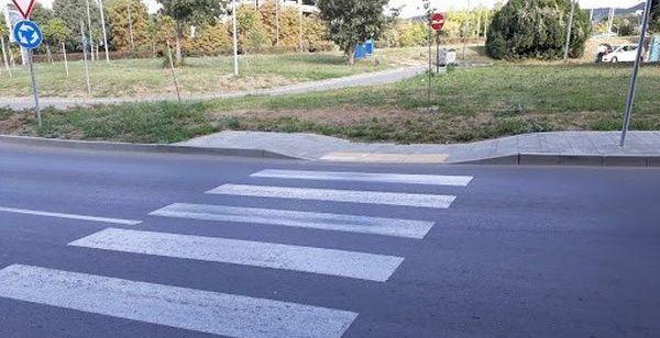 """Читателка: Тротоар в """"Бриз"""" свършва в нищото"""