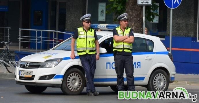 Двама пияни биха полицаи във Варна
