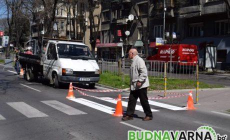 Двама блъснати на пешеходна пътека