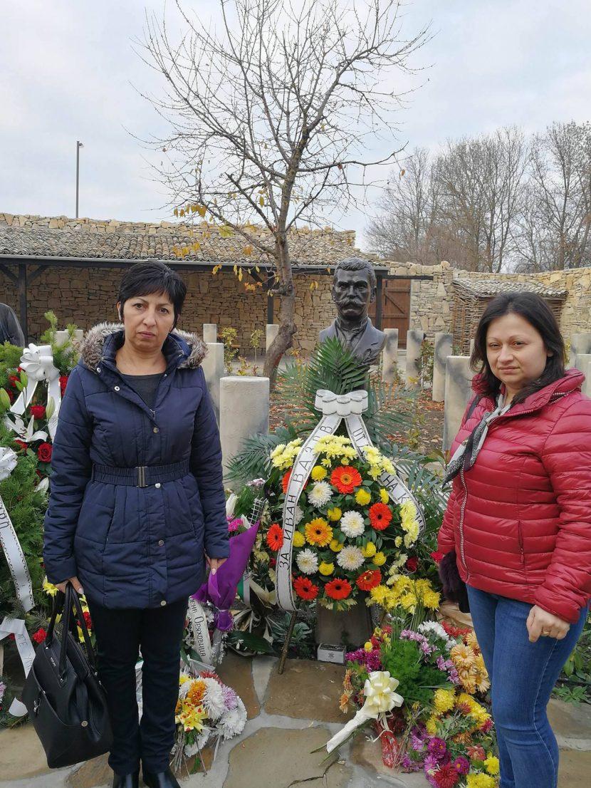 Народният представител от ГЕРБ Нели Петрова присъства на откриването на паметник на Иван Вазов в Плиска