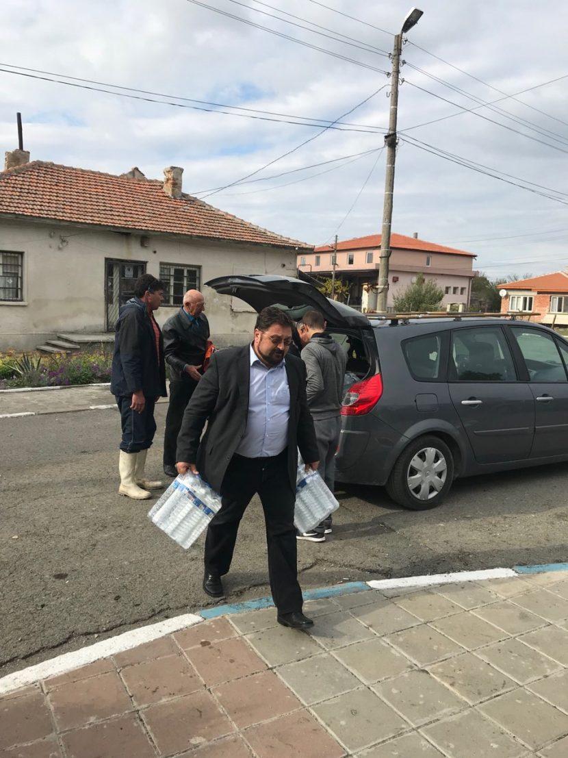 ГЕРБ – Одесос дари храни и минерална вода за пострадали от бедствието в община Камено