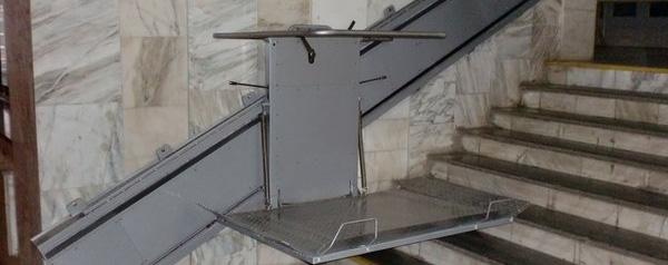 Монтират асансьори за деца с увреждания в училища във Варна