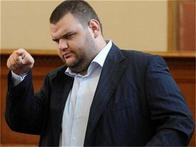Варненски съветници скочиха на Делян Пеевски