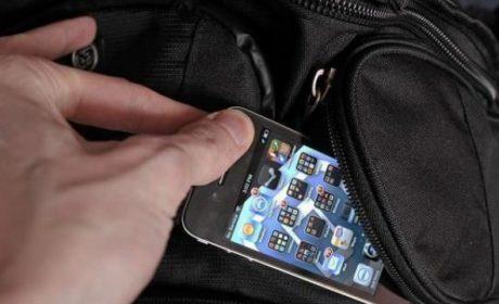 Дете открадна самотен телефон