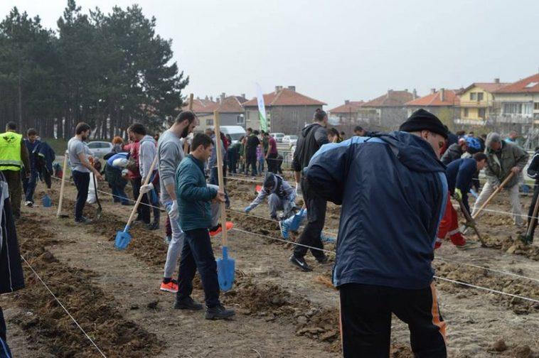 Варненци поставиха началото на новата гора край Варна