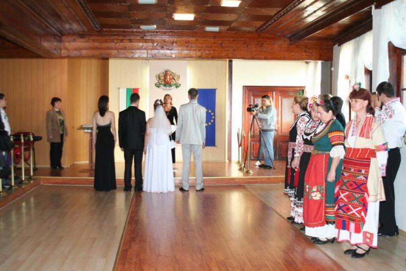 Поне 130 лева ще трябват на всеки, който иска да сключи брак във Варна