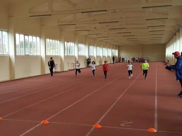 Над 100 деца от I и II клас участваха в състезание по лека атлетика