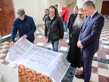 """Кметът и митрополит Йоан направиха оглед на новостроящия се храм """"Св. Прокопий Варненски"""""""