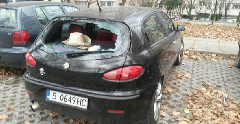 Вандали чупят стъкла и пукат гуми на коли (сними)