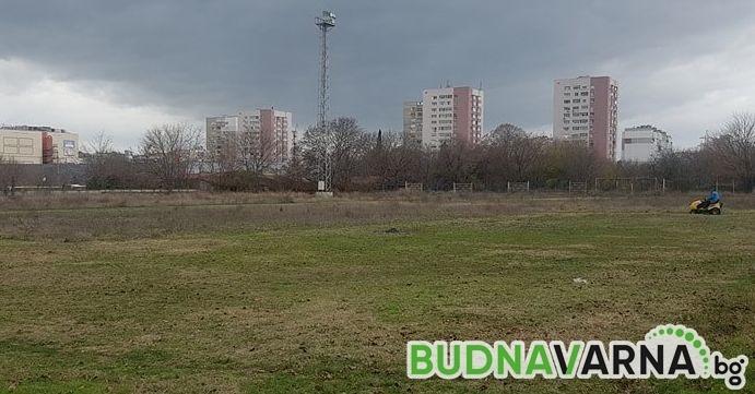 """Връщат ръгбито към живот, подготвят игрище на стадион """"Локомотив"""" (снимки)"""
