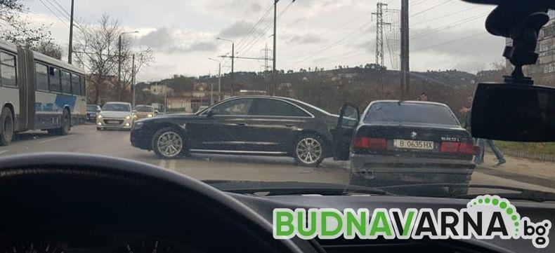 """Читател на Будна Варна: катастрофа и скандал на бул. """"Трети март"""" (снимки)"""
