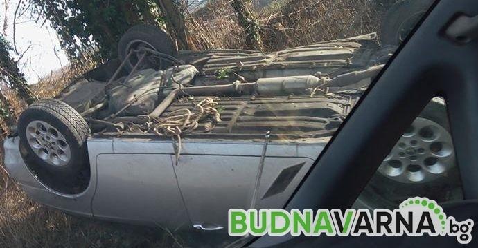 Мъж се обърна с колата на път за Константиново