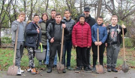 Ученици посадиха дървета в Парк-музея на бойната дружба