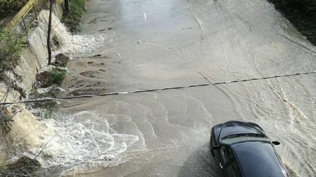 ВиК авария потопи под вода натоварен пътен участък