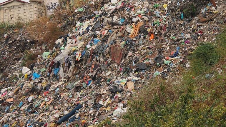 Разчистват незаконно сметище във Варненско
