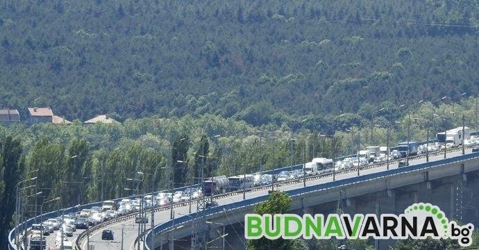 Автобус блъсна кола на Аспарухов мост