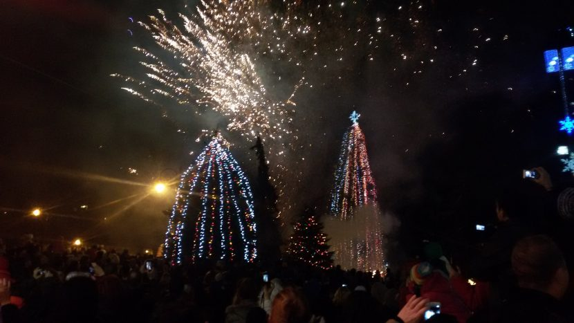 С празничен концерт днес светва Коледната елха (програма)