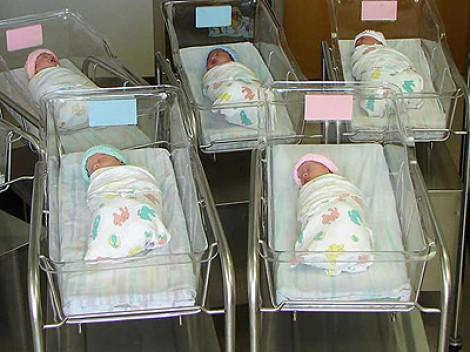 """Спрели дните на """"отворени врати"""" в Окръжна болница във Варна да не плашат родилките"""