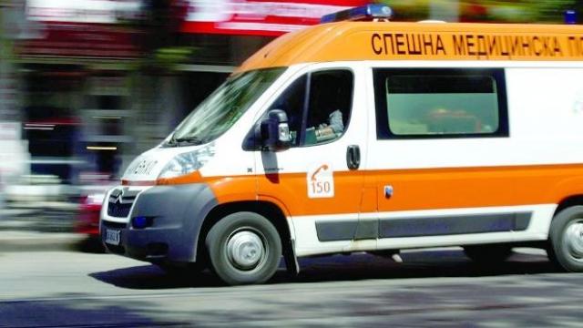 Дете се блъсна в предната гума на градски автобус във Варна и пострада
