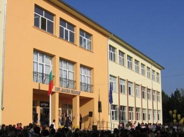 """385 деца от НУ """"В. Левски"""" ще бъдат преместени заради ремонт"""