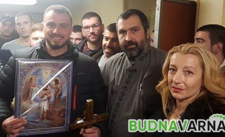 Рекордните 29 смелчаци скочиха за кръста в Аспарухово (видео)