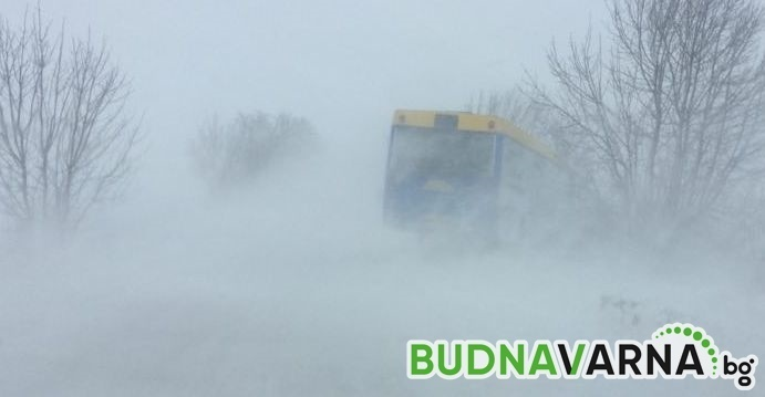 Отвориха пътя от Варна за Добрич, до час и половина пускат коли към Кичево