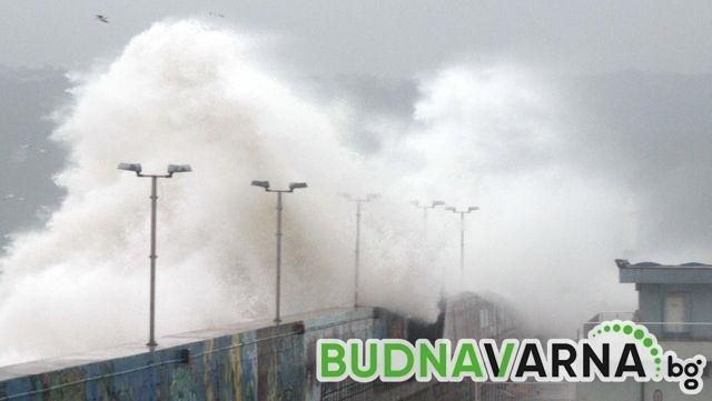 Затвориха и пристанище Варна