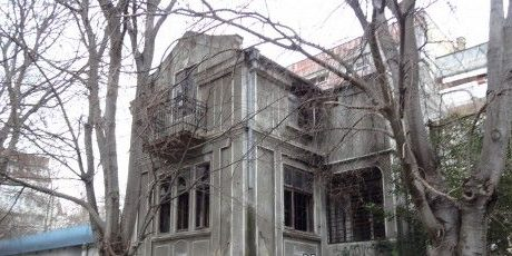 Търсят купувач за рушаща се общинска къща