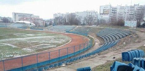 """Бутнатха къщичките и част от седалките на стадион """"Спартак"""" (снимки)"""