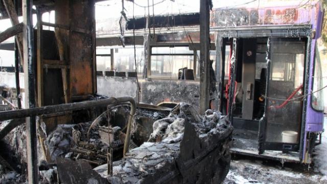 Късо съединение подпали автобус