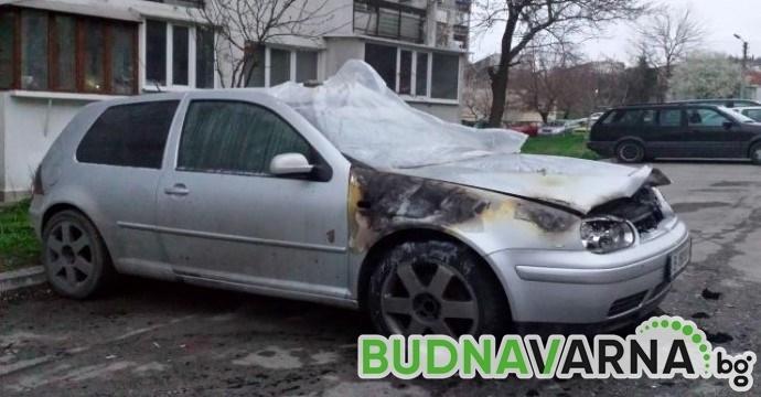 Три автомобила изгоряха
