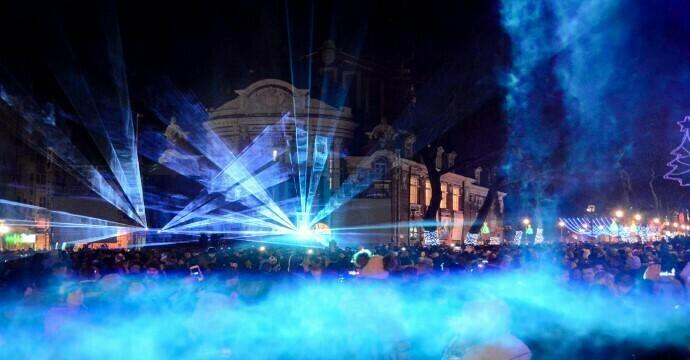 Хиляди варненци посрещнаха Нова година на площада (снимки и видео)