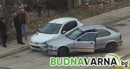 Млад шофьор се блъсна в друга кола