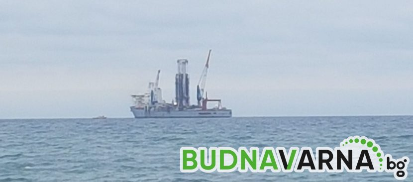 Внушителен кораб за сондажи на рейд край Варна