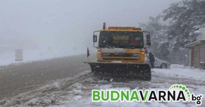 А4 се заби в снегорин край Варна