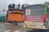 От последните минути: Авария на тролей обърка движението на главен булевард