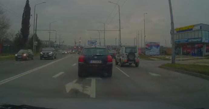 Читател на Будна Варна: този джип сече пътя на другите шофьори (видео)