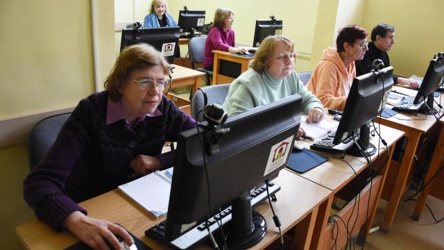 За скайп и нови познания ползват варненските пенсионери компютъра