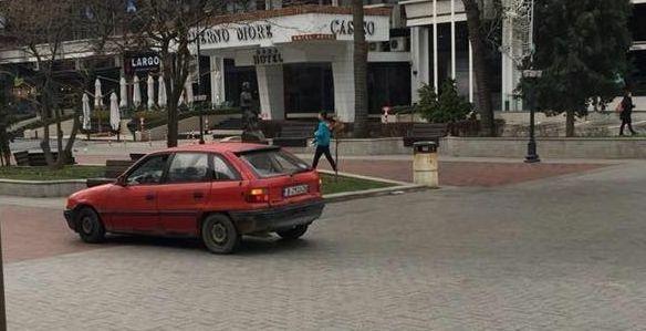 Читателка на Будна Варна: наглец се разходи с колата си по ларгото