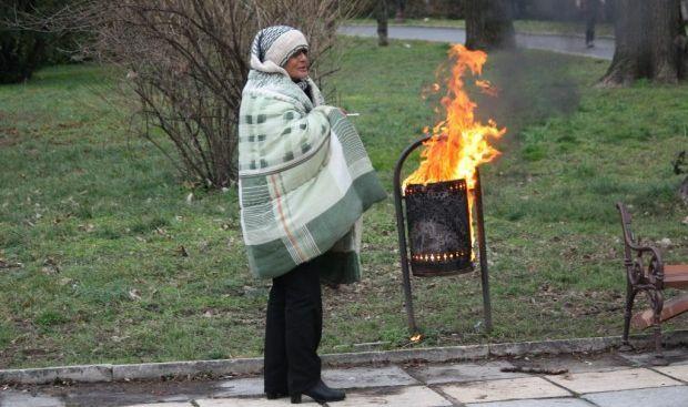 Жена запали кошче в Морската градина за да се стопли