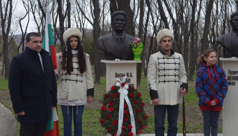Девненци се поклониха пред паметта на Апостола на свободата