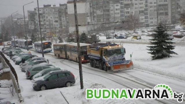 Основните булеварди и улици във Варна са почистени