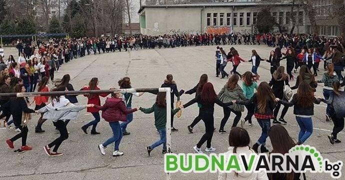 Голямото българско знаме от варненски ученици се отлага заради ваканцията