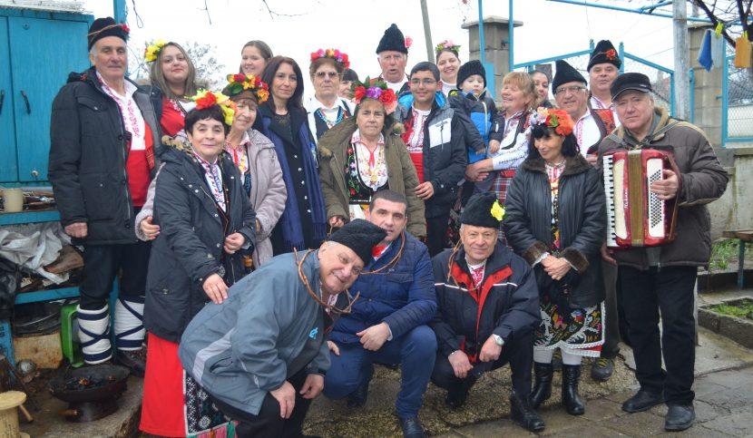 Девненци зарязаха лозите и се отдадоха на празнично веселие