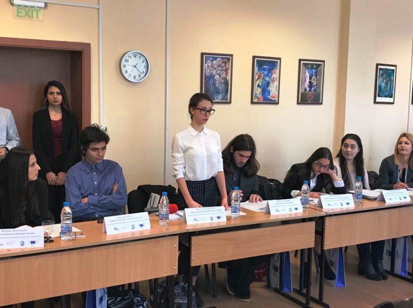 Емил Радев приветства участниците в Ученическия Европейски съвет, който се провежда във Варна