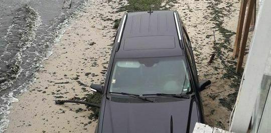 Наглец с джипа на плажа