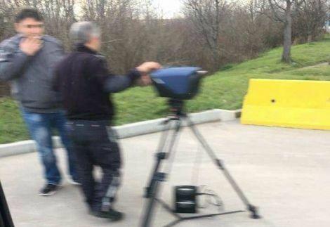 """Пътни полицаи вече правят """"скъпи"""" снимки с тринога камера"""