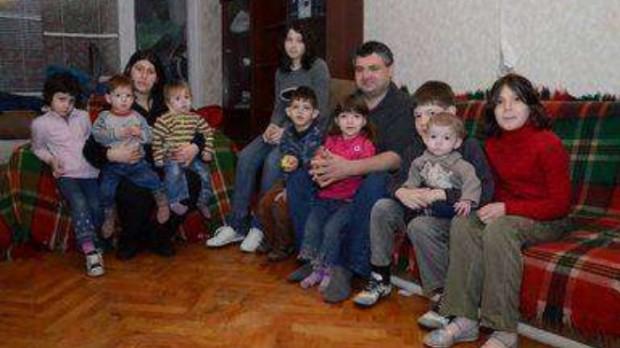 Отнеха 11-те деца на едно от най-многодетните български семейства! Правната помощ идва от Варна